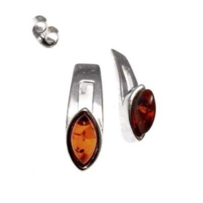 Anka - különleges ezüst fülbevaló ovális borostyánnal díszítve