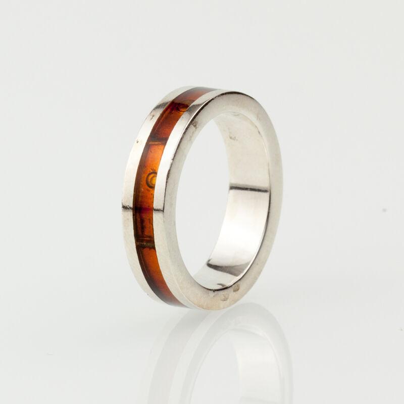 Ezüst alapba foglalt konyak színű borostyán mozaik gyűrű