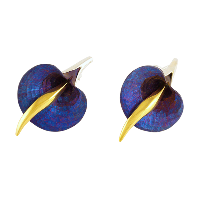 Kék titánium fülbevaló kála virággal