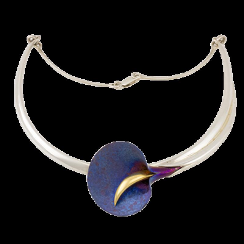 Kék titánium nyakék aranyozott kálával
